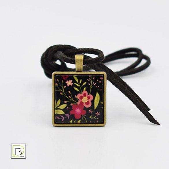 Fekete tavaszi virág nyaklánc